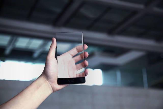 LG патентует прозрачный смартфон. Попробуем разобраться, зачем