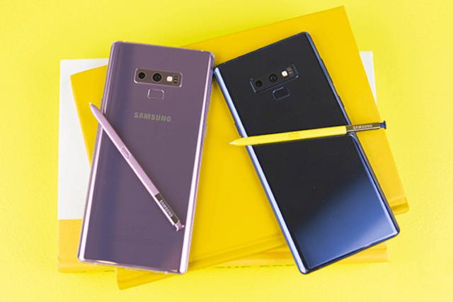 Samsung придумала, как избавиться от «челок» и «дырок» в экране, сохранив возможность делать селфи