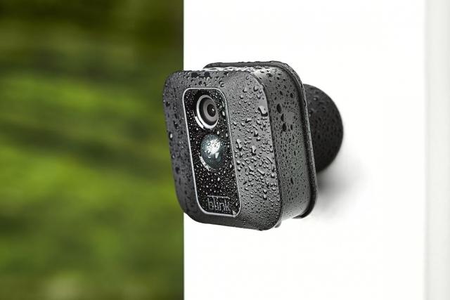 Смарт-камера видеонаблюдения Amazon Blink XT2 проработает два года от батарей АА